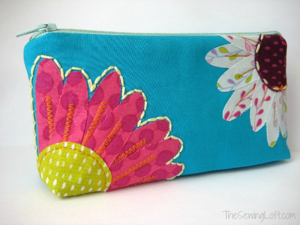 Free Flower Zipper Pouch Pattern and tutorial. The Sewing Loft #freepattern