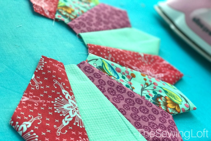 Create prefect dresden points ever time with this easy how to video & turnstile mini quilt pattern from Quiltologie.